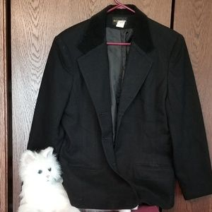 VINTAGE Requirements black wool with velour collar